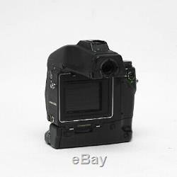 Contax 645 Camera Body + MF-1 Viewfinder + MP-1 Battery Holder + Film back + Pol